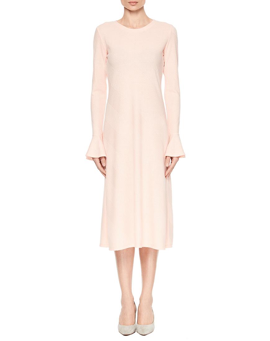Приталенное платье миди с расклешенным рукавом