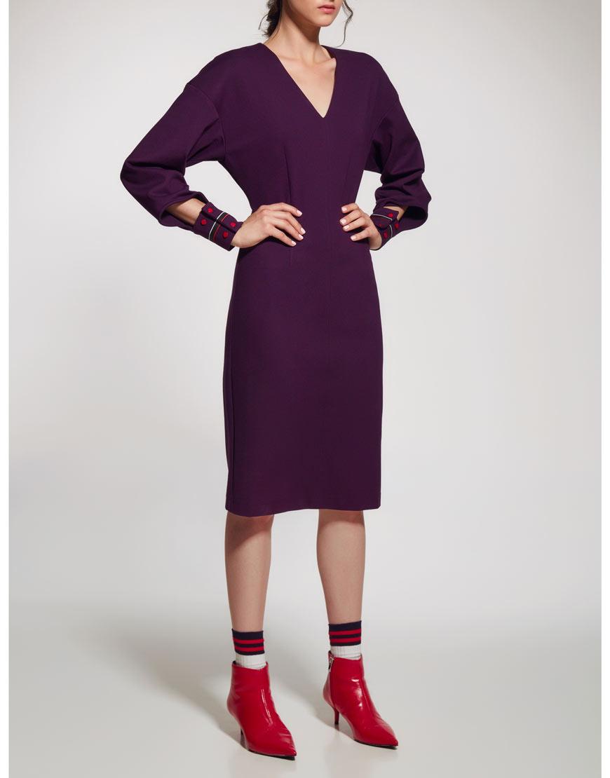 Платье V-образным вырезом