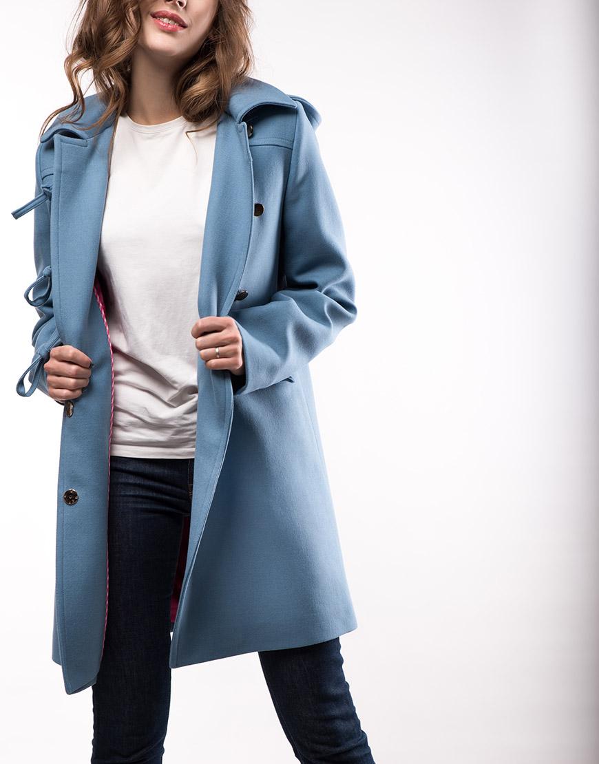 Утепленное пальто из шерсти с капюшоном