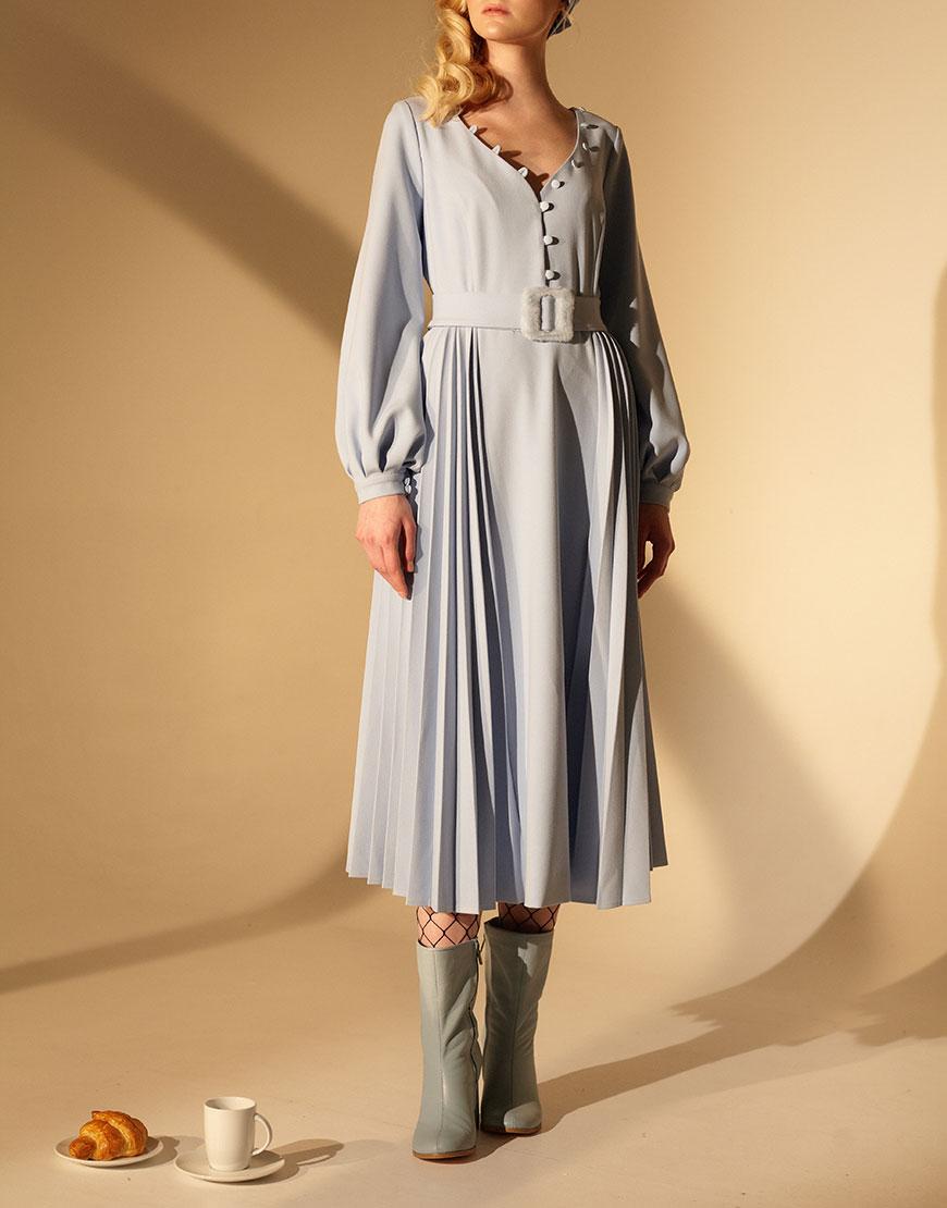 Платья с плиссированной юбкой из натуральных тканей