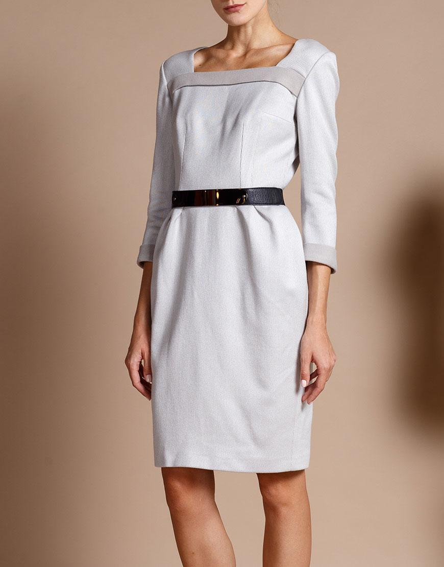 Платье приталенного силуэта с поясом