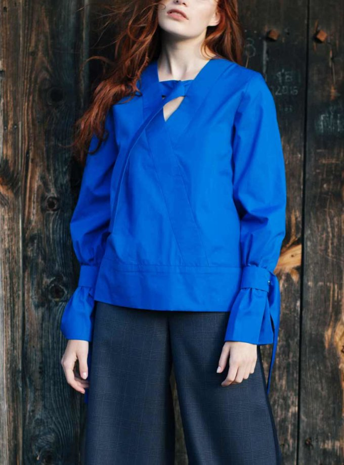 Хлопковая блуза с затяжками на горловине CYAN_TP_K02, фото 1 - в интернет магазине KAPSULA