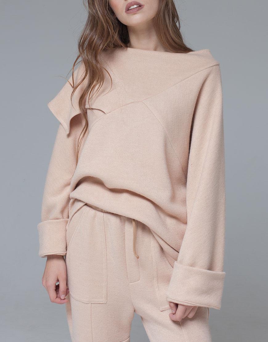 теплый свитер из шерсти свободного кроя