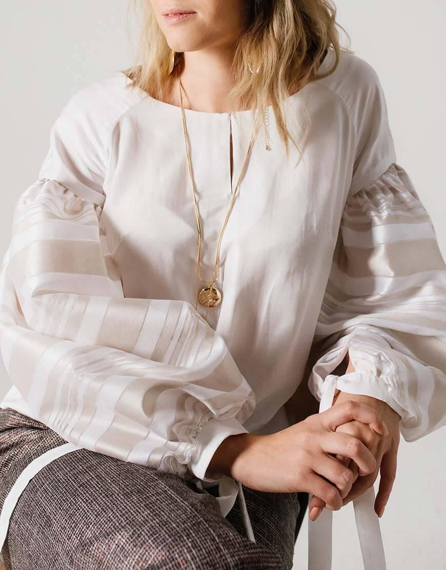 Блуза свободного кроя с широкими рукавами