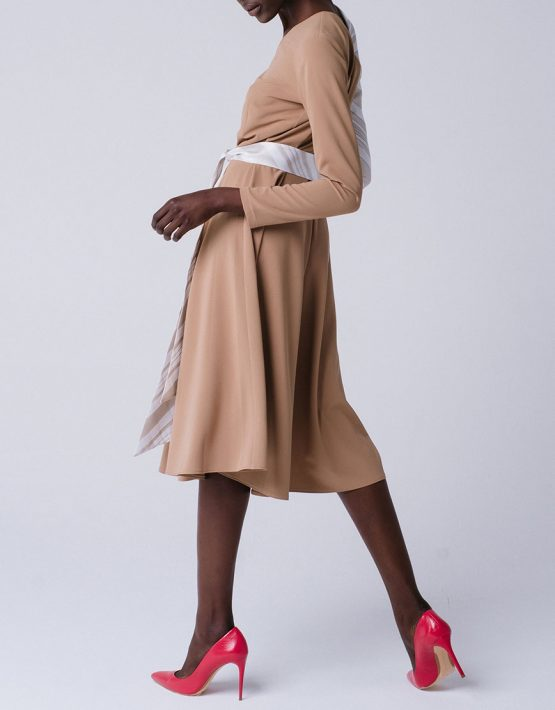 Платье с асимметричными рукавами из органзы MNTK_MTDRS195001, фото 3 - в интеренет магазине KAPSULA