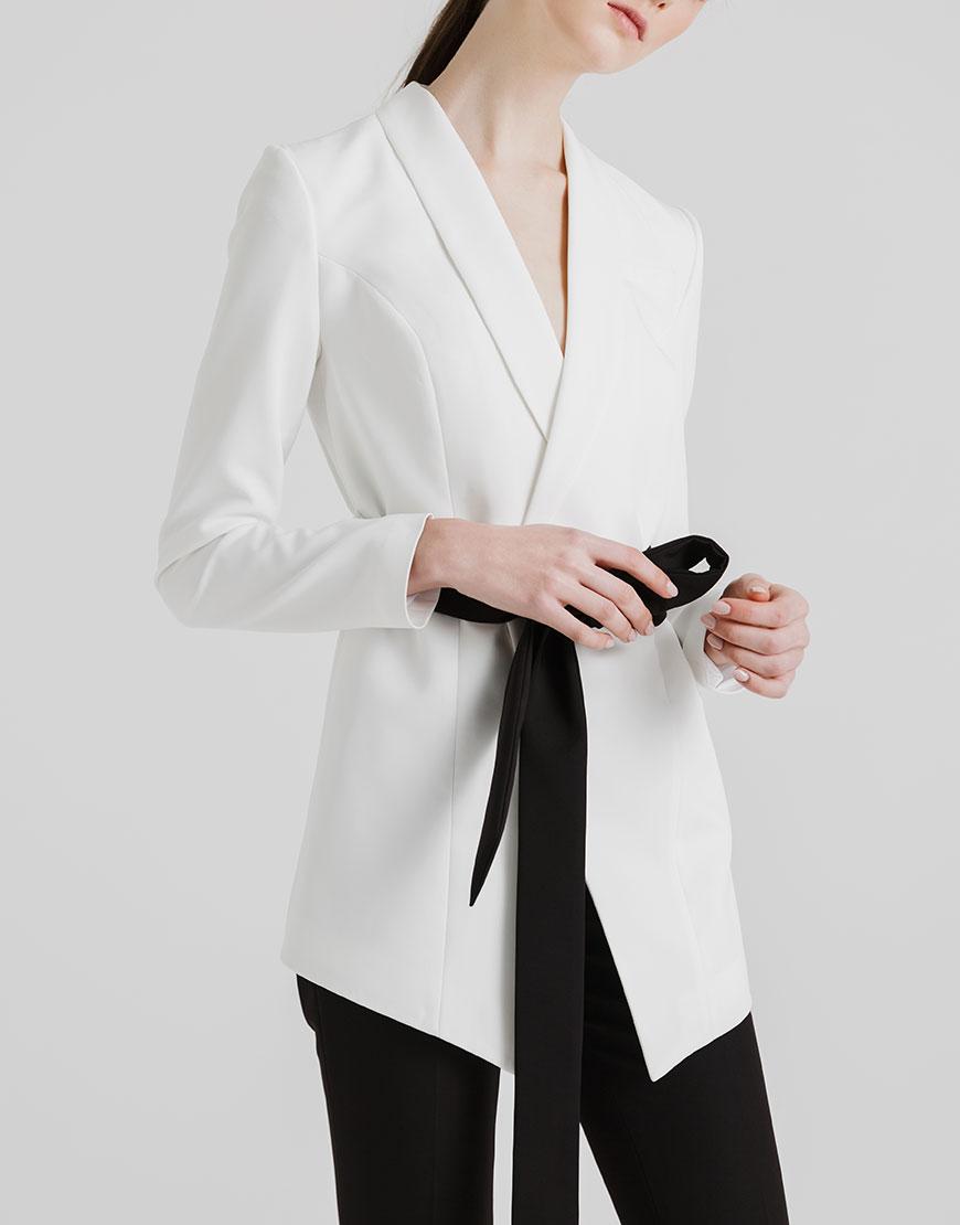 Пиджак на подкладе с контрастным поясом