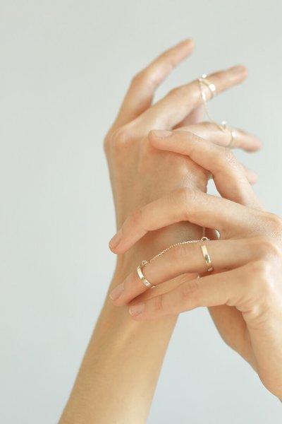Двойное кольцо с цепочкой из серебра YSB_KL-7010, фото 1 - в интеренет магазине KAPSULA