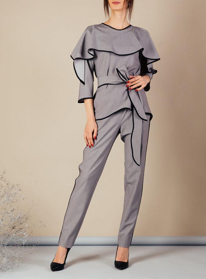 Костюм с воланом на топе MMT_092_091_suit_gray_black, фото 1 - в интернет магазине KAPSULA