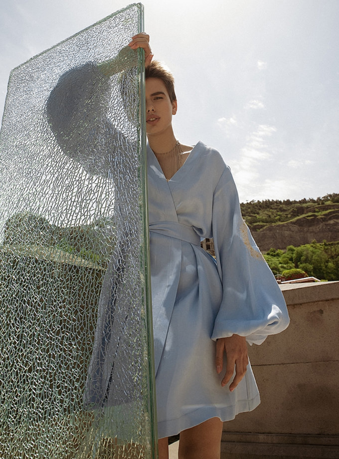 Льняное платье мини на запах WNDR_ss21_lbl_12, фото 1 - в интернет магазине KAPSULA