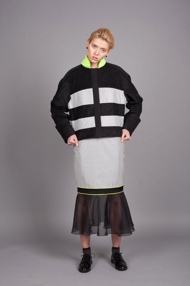 Черная хлопковая куртка с воротником